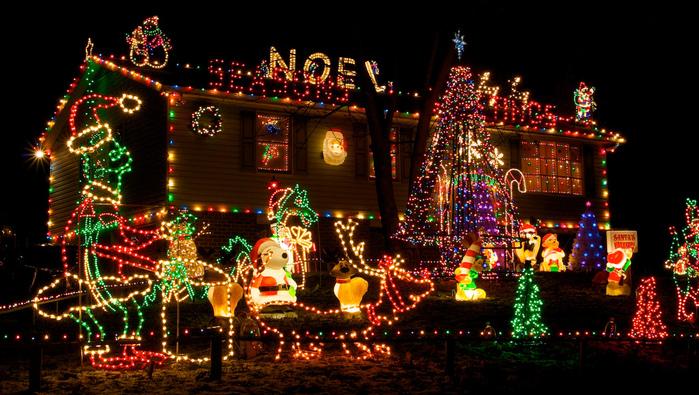 fiedler-house-christmas-lights-1 (700x395, 247Kb)