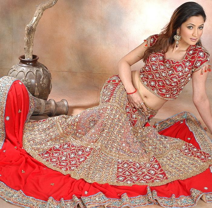 Bridal-Red-Lehenga-Designs1 (700x684, 482Kb)