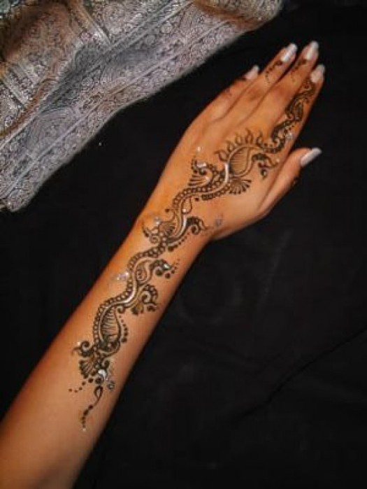 Latest-Mehndi-Styles-for-Eid-e1311422897420 (525x700, 58Kb)