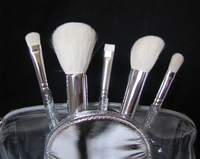 MAC Holiday 2011-2012 - Make it perfect brush kit/3388503_MAC_Holiday_20112012__Make_it_perfect_brush_kit_6 (700x554, 110Kb)