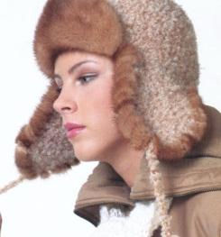 А вдохновили маму на вязание шапки ушанки эти фото и описание из Журнала мод.