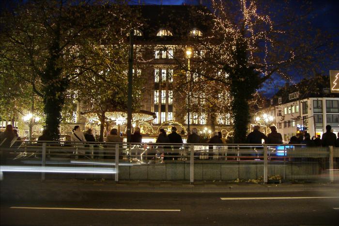 С конца ноября по конец декабря в Дюссельдорфе проводят рождественские (или адвентские) базары