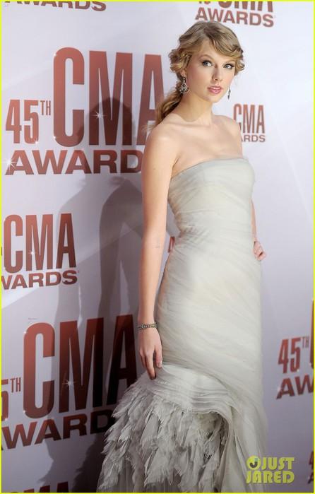 taylor-swift-cma-awards-2011-03 (446x700, 68Kb)