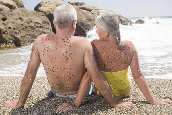 Older-couple-beach (600x400, 120Kb)
