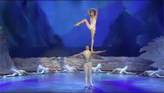 2447247_lebedinoe_ozero_kitaiskii_balet (540x306, 22Kb)