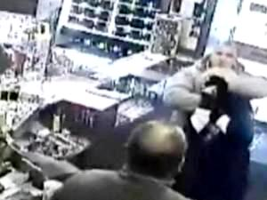 Лондон - ограбление магазина (300x225, 13Kb)
