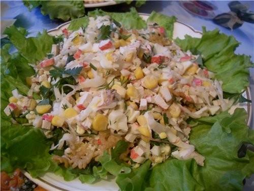 Салат с кириешками и кукурузой и грибами