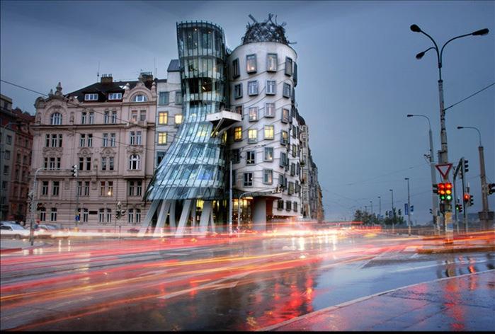Танцующий дом  в Праге (700x472, 105Kb)