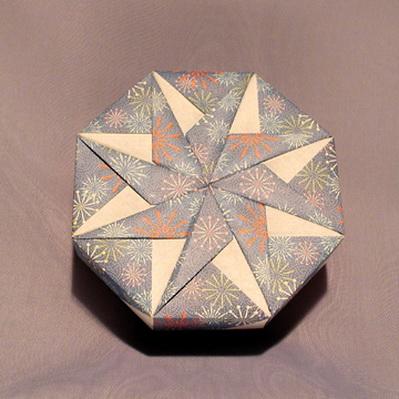 снежинки оригами из бумаги/4395419_snezhinki_origami5 (399x399, 63Kb)