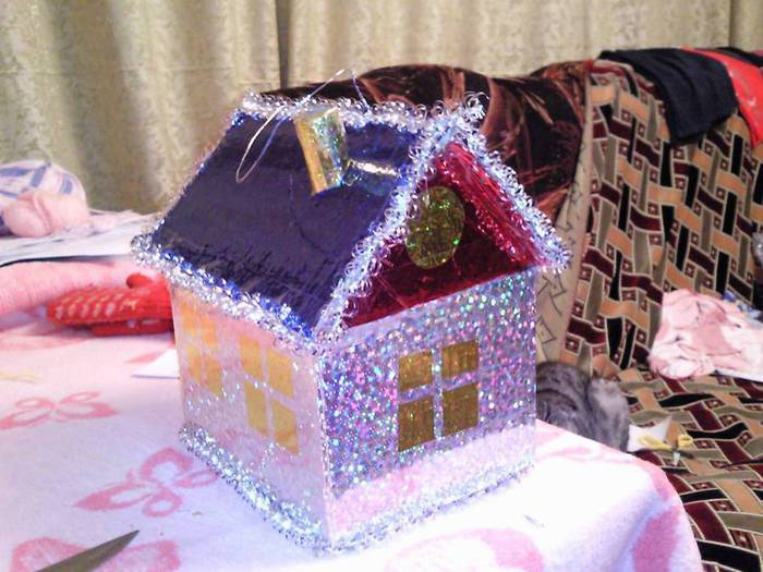 Новогодний домик поделка своими руками