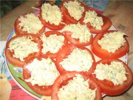 1322730799_pomidory-s-syrom-zelenyu-i-chesnokom (450x337, 78Kb)