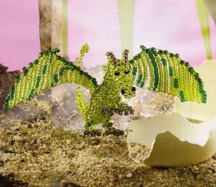 Плетется такой дракон параллельным плетением проволокой.  Бисер зеленого, темно-зеленого, коричневого и черного цвета.