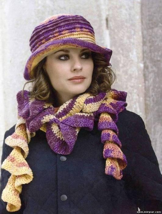 Вязаная шляпка и модный