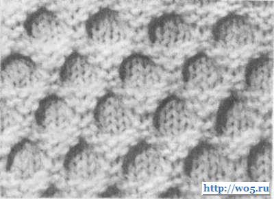 Для вязания образца узора, приведенного на рисунке, на спицы набирают 24 петли и далее вяжут по следующему раппорту.
