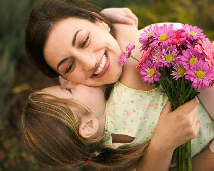 1322846818_1292094144_people_children_mother_and_daughter___children_012815_ (420x336, 43Kb)