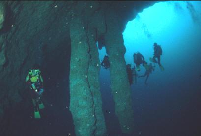 3400156_divingthegiantbluehole (409x277, 14Kb)