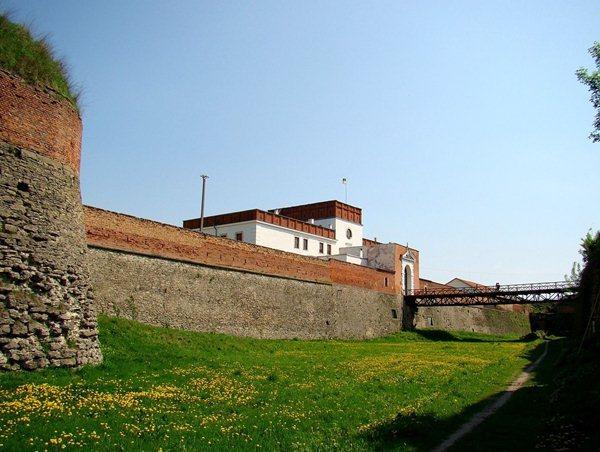 Замки, крепости и дворцы Украины 1-1 (600x452, 62Kb)