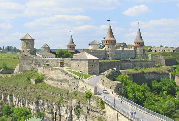 Замки, крепости и дворцы Украины 10-1 (600x408, 69Kb)