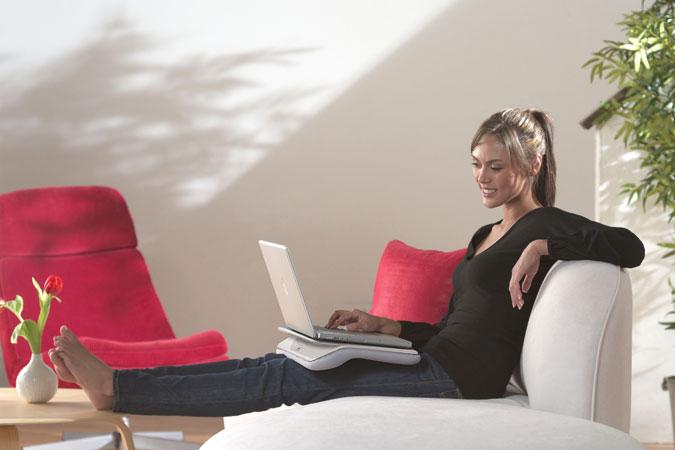 Сидя на диване (675x450, 39Kb)