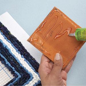 Подставка handmade. Вышивка лентами на пластиковой канве и кафельная плитка (5)