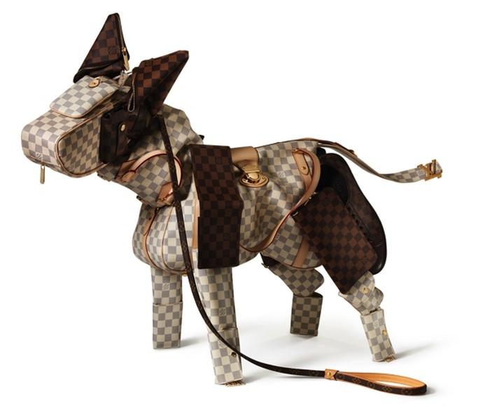 Удивительные скульптуры из аксессуаров Louis Vuitton