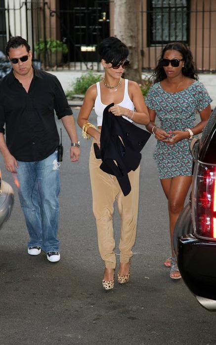 Rihanna-Leopard-Shoes (437x700, 97Kb)