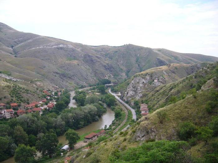 800px-Veles_Gorge_Vardar_Macedonia (700x525, 104Kb)