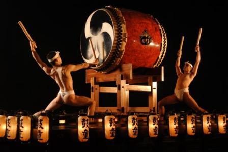 японский барабан тайко/1323294320_tayko (448x299, 20Kb)/4171694_taiko (448x299, 20Kb)