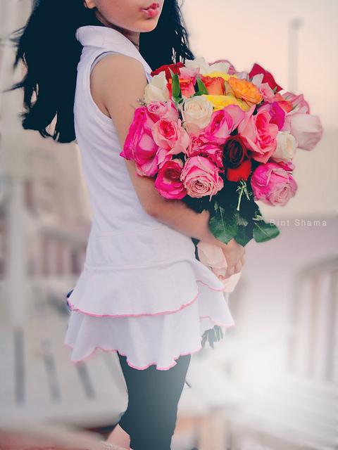 Картинки девушка без лица с цветами