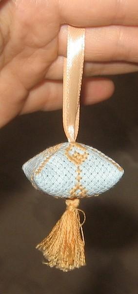 """Зигугу  """"чебрец """" можно ложить в кровать рядом с подушкой...  Зигугу - подвеска. вышивка крестом со схемами."""