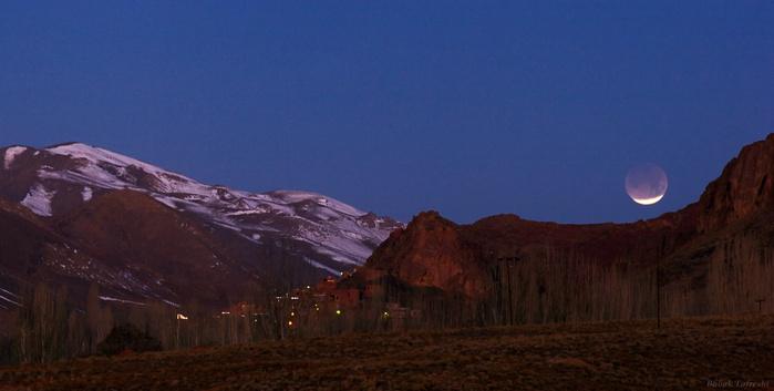 MorningEclipseTafreshi_Утреннее лунное затмение.9 ДЕКАБРЯ 2011 (700x353, 86Kb)