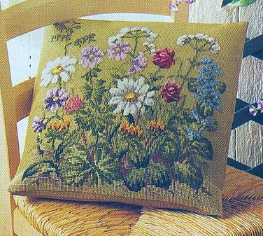 """- Избегайте узелков.  Схема вышивания крестом - Подушка  """"Полевые цветы """" ."""