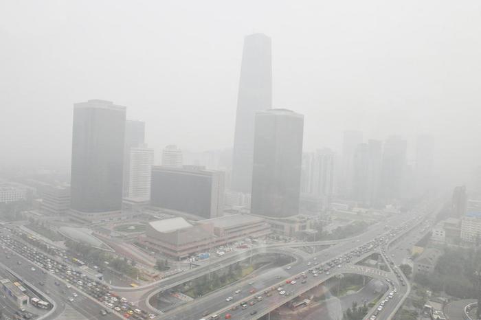смог над пекином/1323676723_pekin (700x466, 26Kb)
