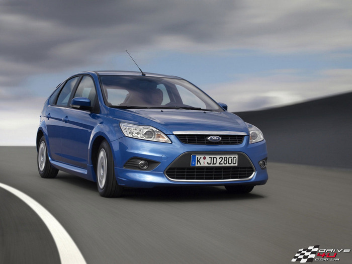 Ford_Focus_dynamicx1600x1200 (700x525, 75Kb)