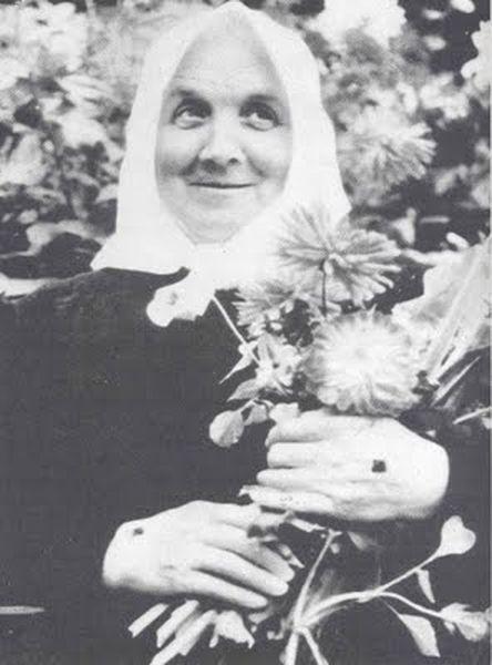 Тереза Ньюманн - загадочная женщина с кровоточащими стигматами/1324070850_1 (444x600, 36Kb)