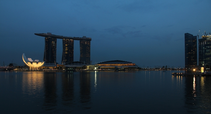 Marina_Bay_Sands,_Singapore,_at_dusk_-_20110528 (700x378, 154Kb)