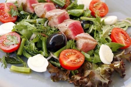 1323700185_italianskii_salat_s_tuncom_small (450x300, 74Kb)