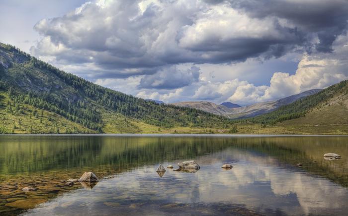 красивое озеро в горах (700x436, 272Kb)