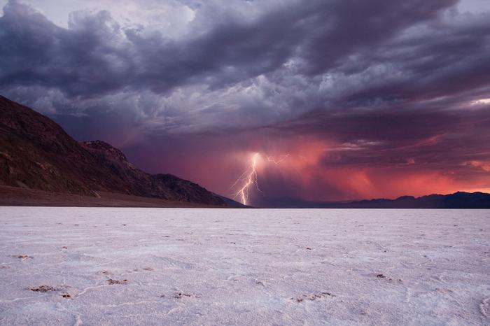 молния в долине смерти (700x466, 88Kb)
