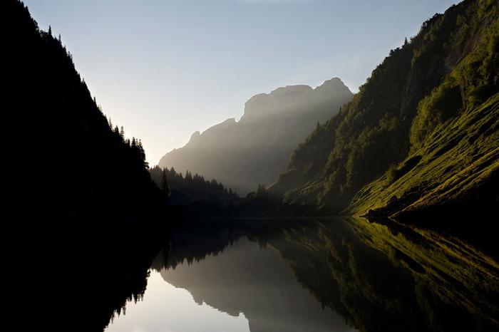 озеро среди гор (700x466, 66Kb)