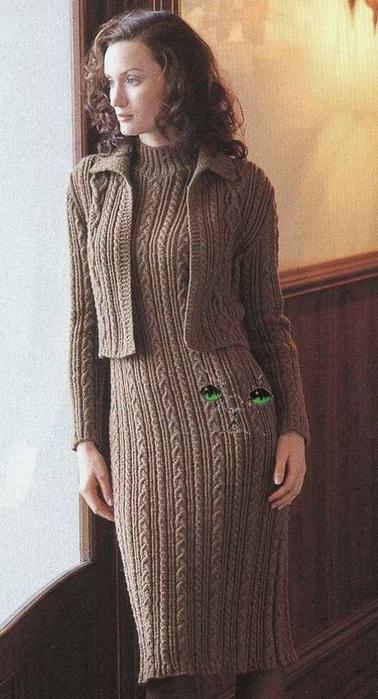 Тёплое платье аранами с