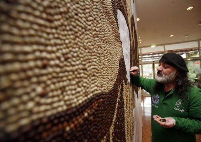 Мозаика из миллиона кофейных зерен