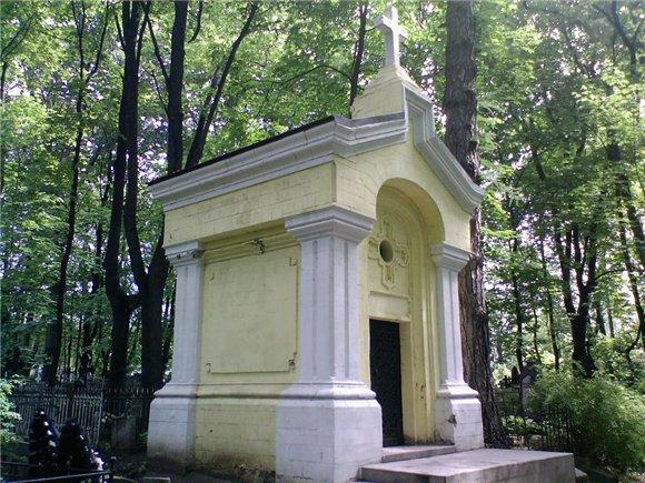 После реставрации неизвестная усыпальница на главной аллее/4316166_neizvestnaya_ysipalnica_na_glavnoi_allee (580x435, 92Kb)
