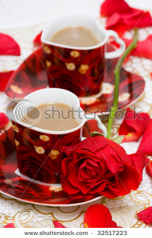 stock-photo-red-cup-of-coffee-with-roses-32517223 (300x470, 70Kb)