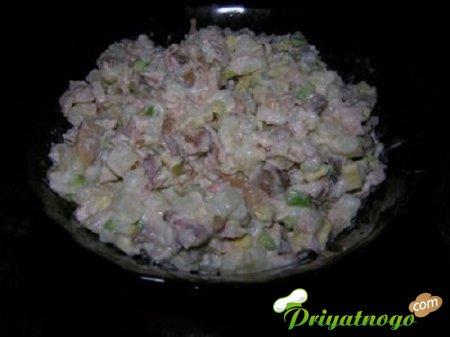 1324452366_novogodnijj-recept-salata-s-kuricejj-i-gribami (450x337, 22Kb)