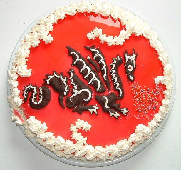 Рисунок дракона на торте