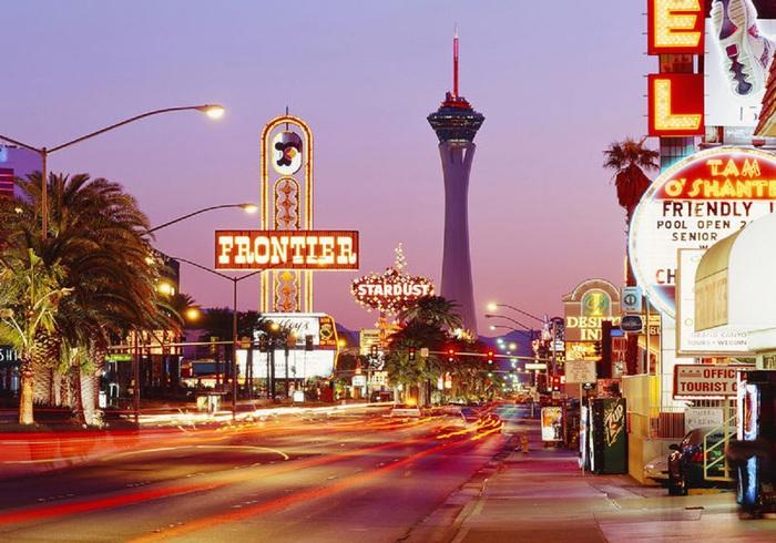 US_Las-Vegas_Stratosphere_Tower [1] (700x490, 138KB)