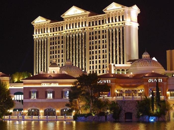 800px-Caesars_Palace_Night [1] (700x525, 151KB)