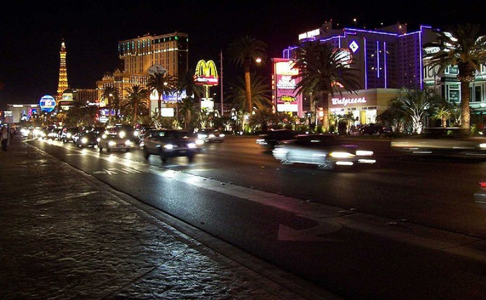 800px-Las_Vegas_by_Night [1] (700x432, 121KB)
