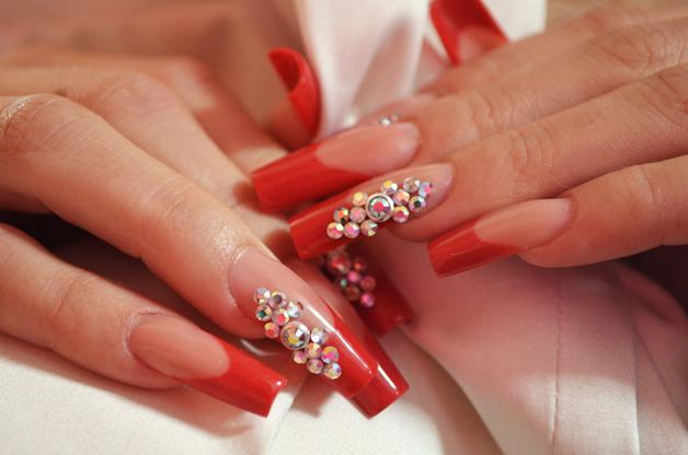 Дизайн нарощенных красных ногтей фото